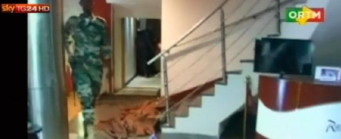 Mali, ostaggi liberati da un blitz della polizia. 27 morti il tragico bilancio