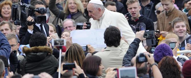 Giubileo, il Papa controcorrente: «La Chiesa non può avere porte blindate»