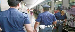 Viaggiavano in treno con mannaia e cesoie: tre romeni fermati dalla Polfer
