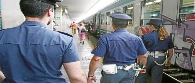 Milano, migrante tenta di accoltellare poliziotto: «Volevo morire per Allah»