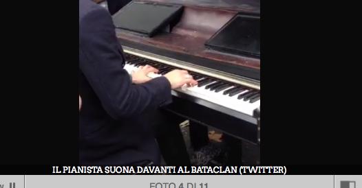 """Parigi, il pianista omaggia le vittime suonando """"Imagine"""" di John Lennon"""