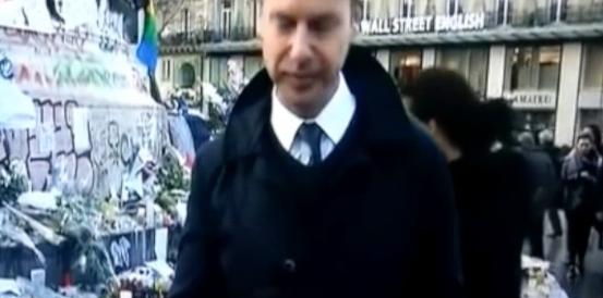 Strage di Parigi; il giornalista si commuove in diretta (video)
