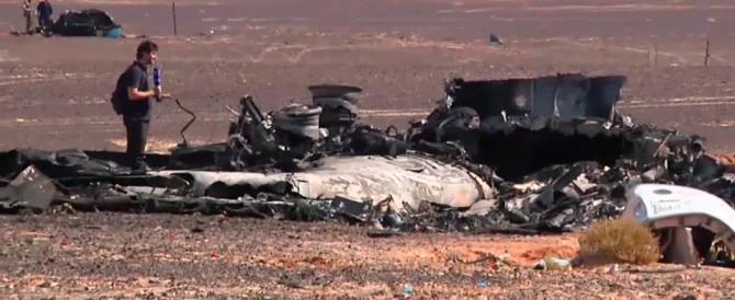 Aereo caduto sul Sinai: forse una bomba ma la scatola nera non chiarisce