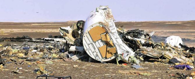 Il mistero dell'aereo russo caduto: niente missile, forse una bomba a bordo