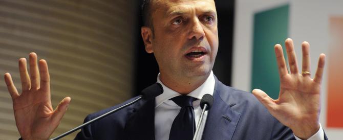 Alfano blinda l'Italia ma ora ammette: «Rischio infiltrazioni concreto»