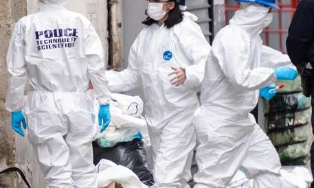 Strage a Parigi, il premier Valls: «C'è il rischio di attacchi chimici e biologici»