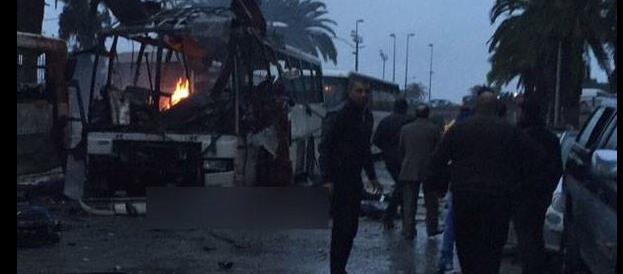 Tunisia, attentato alla guardia presidenziale: almeno 10 morti