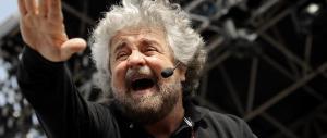 Grillo lancia il referendum online: via il mio nome dal logo, ormai siete cresciuti
