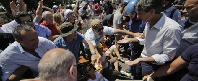«Liberate i giovani di CasaPound»: la rabbia della gente contro gli arresti