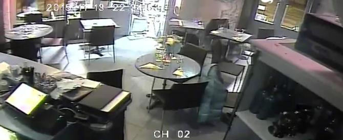 Ecco il video-choc della strage nel bistrot: Salah scatenato col kalashnikov