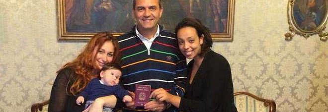 Bimbo con due mamme, il prefetto annullerà il certificato di De Magistris