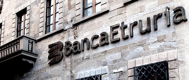 Banche, tutti contro l'ultimo regalo di Renzi: «Aiutino al papà della Boschi»