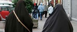 «Il burqa va vietato in Italia, impedisce di riconoscere le persone»