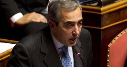 Gasparri: i terroristi vanno schiacciati come scarafaggi, chiudiamo le frontiere»
