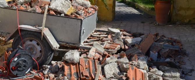 Ricevevano denaro e regali per sversare rifiuti speciali: sei arresti