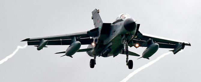 Merkel pronta a bombardare l'Isis: la Germania invia i tornado in Siria