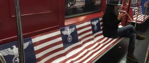 """Marketing """"nazista"""" di Amazon nella metro di New York: è polemica"""