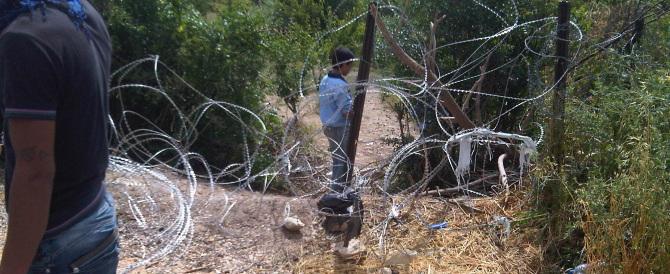Migranti, la Slovenia alza barriere di filo spinato al confine con la Croazia