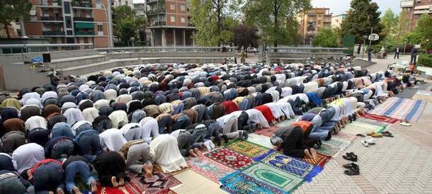 «Ora basta buonismo: le moschee vanno censite e controllate»