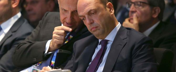 I fedeli di Alfano: «Ncd non è di destra. Renzi, accoglici tra le tue braccia»