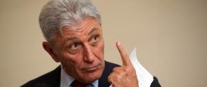 Siluro del Pd contro Bassolino: niente primarie per gli ex sindaci