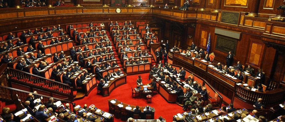 Il parlamento pi giovane della storia ecco l 39 et media for Numero senatori e deputati in italia