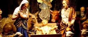 Usa, abbandona un neonato nel presepe al posto di Gesù Bambino