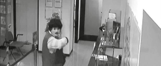 Genova, sgominata la banda del buco: rapine con la maschera di Chaplin