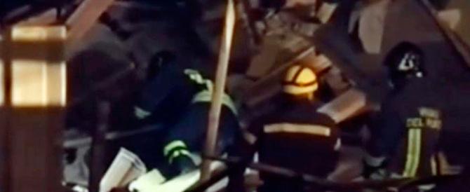 Milano, scoppia una tubatura del gas: muore una pensionata, due i feriti