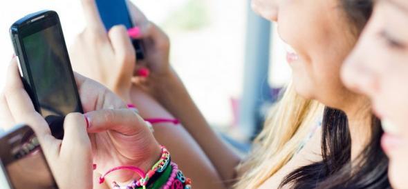 Fa girare foto di una tredicenne nuda su whatsapp. Ma non è reato…
