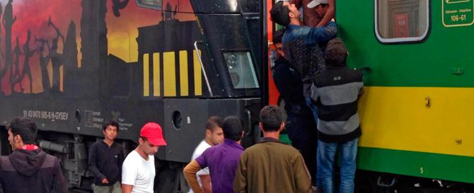 Sondaggio, gli inglesi ci ripensano sull'accoglienza: stop ai profughi