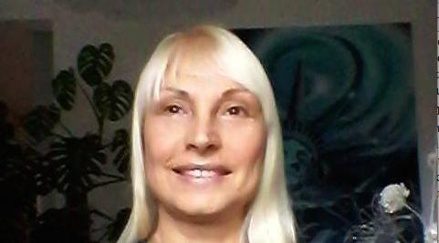 Schiaffo al M5S: Sonia Toni, ex moglie di Grillo, candidata a Rimini