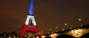Parigi, dalla Tour Eiffel un grido contro Hollande: «Stop alla riforma del lavoro»