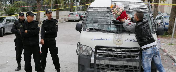 Tunisia, l'Isis rivendica l'attentato al bus. Paura per le cellule dormienti