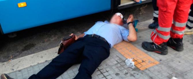 Roma, nigeriano prende a pugni un controllore dell'autobus