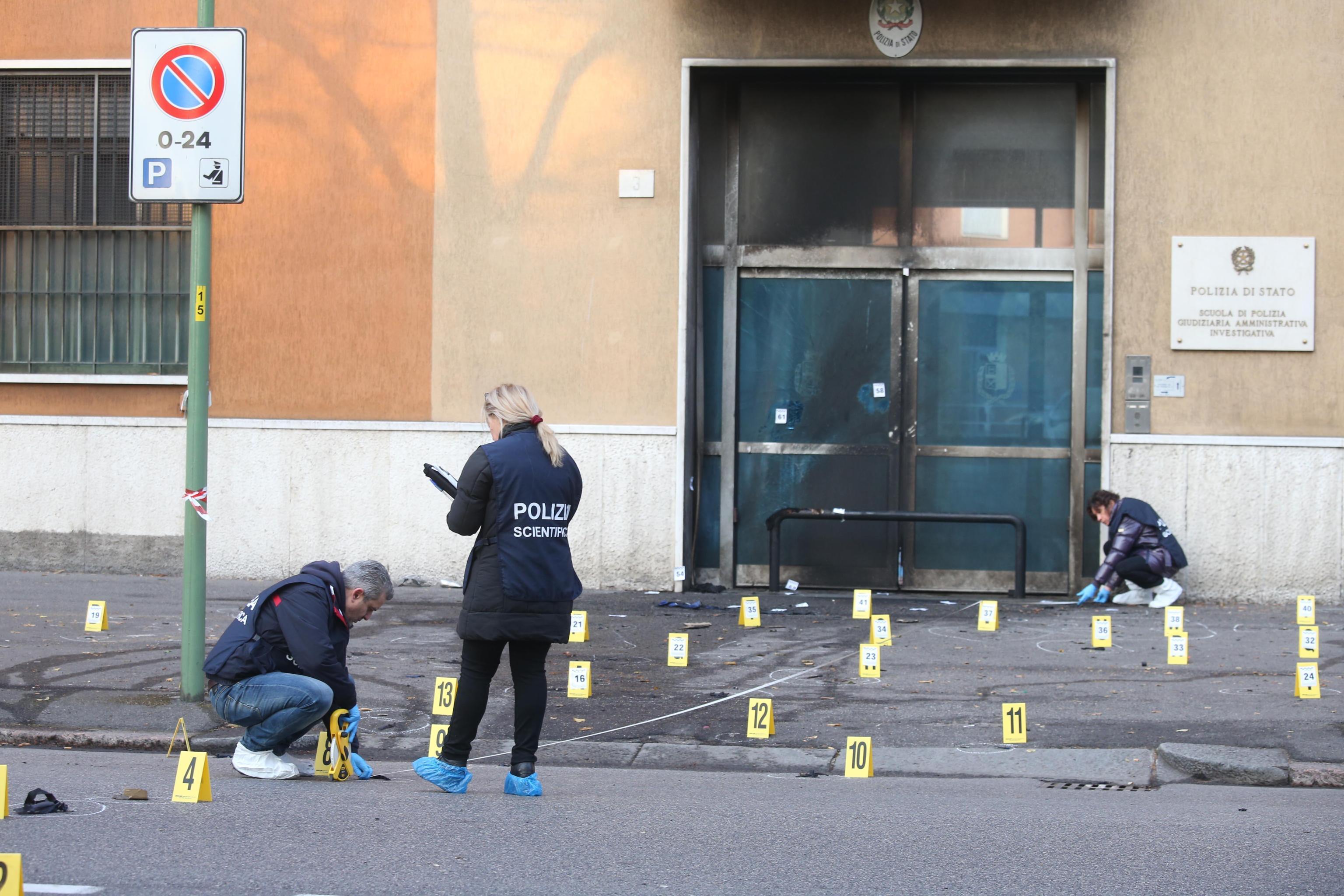 Brescia attentato alla scuola di Polizia indagini a tutto campo Secolo d Italia