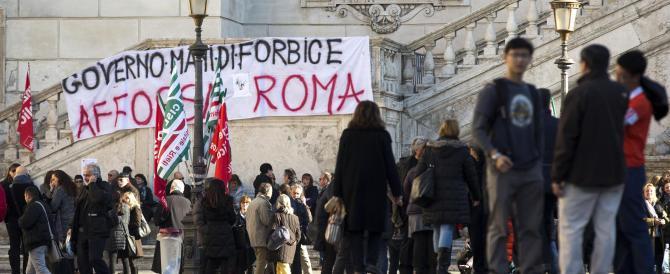 Protesta in Campidoglio dei dipendenti comunali: tutti contro Renzi