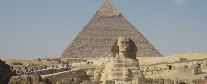 Egitto, Fratelli musulmani all'angolo: caccia ai fiancheggiatori dei jihadisti