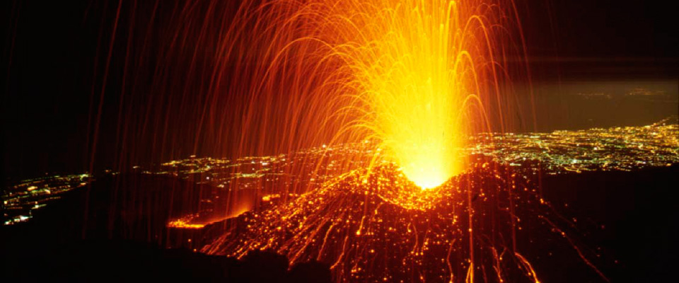 L'Etna dà ancora spettacolo. Messina e Reggio Calabria invase dalla cenere