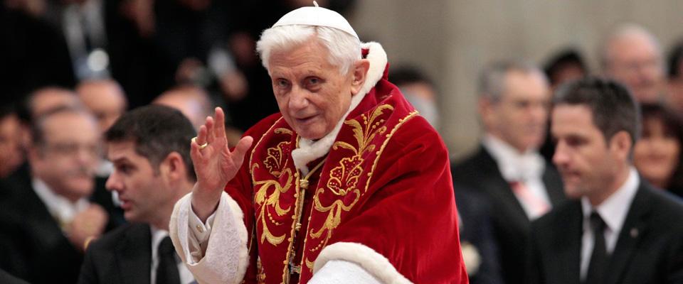 Il ritorno di Ratzinger: anche il Papa emerito all'apertura della Porta Santa
