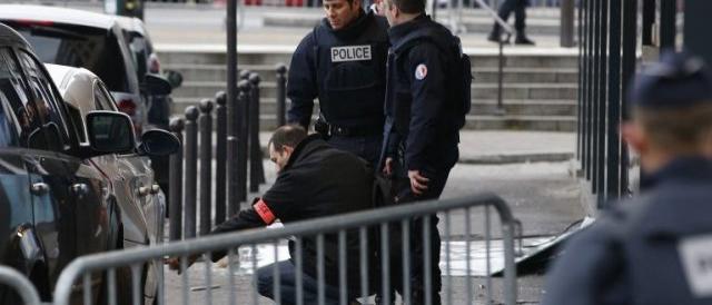 Parigi, il maestro confessa: «Nessuna aggressione dell'Isis, l'ho inventato»