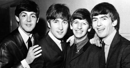 Ringo Starr mette all'asta i cimeli dei Beatles: i proventi in beneficenza