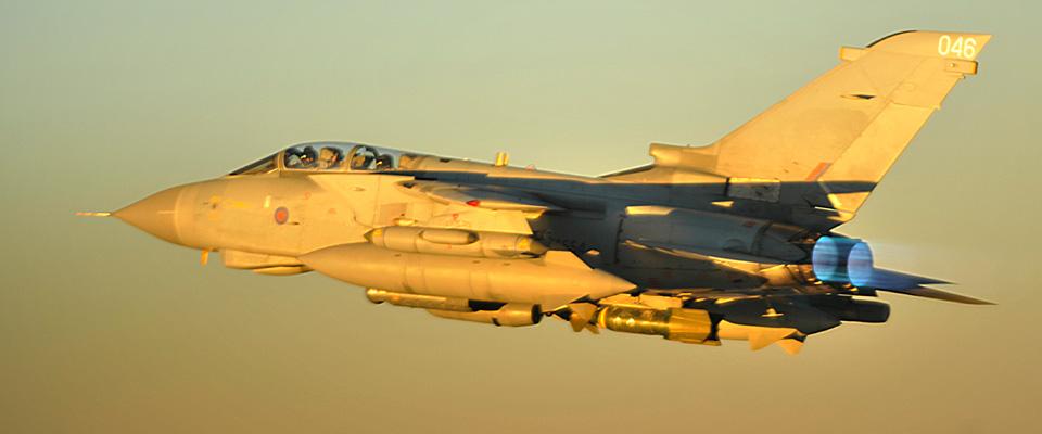 Raid britannici in Siria, l'Isis minaccia: «Dopo Parigi, colpiremo Londra»