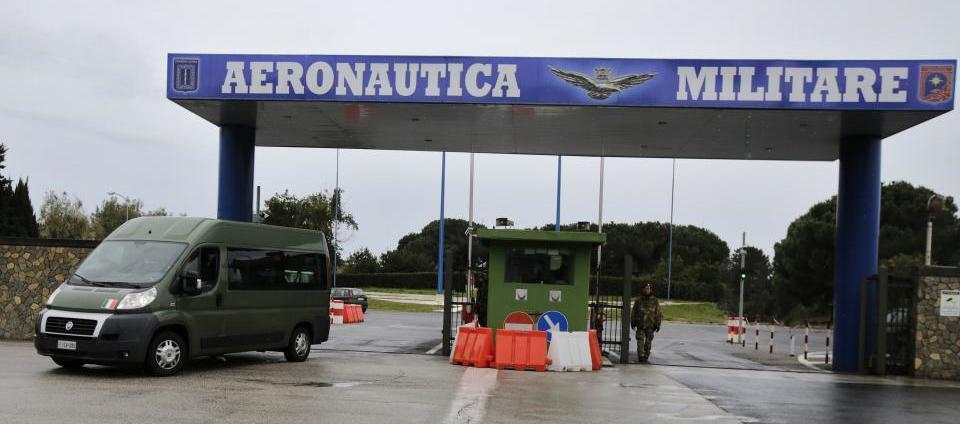 Lucravano sui buoni benzina: condannati due sottufficiali ...