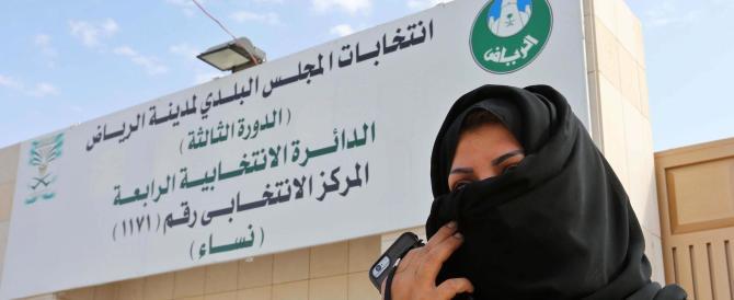 La prima volta delle saudite al voto. Ma non possono ancora guidare