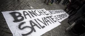 """Firenze, Renzi contestato dalle vittime del """"salva banche"""": «Beffati ancora»"""