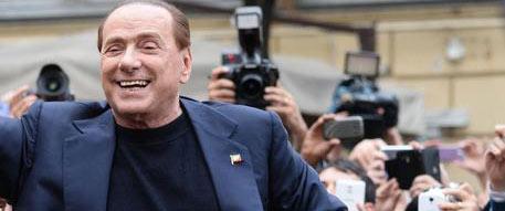 """Berlusconi operato al cuore: """"Tutto benissimo, il presidente è già al lavoro"""""""