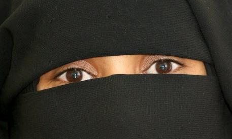 Lombardia, dal primo gennaio stop a burqa e niqab negli ospedali