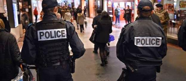 """""""Via la cittadinanza ai terroristi"""": la gauche insegue Marine Le Pen"""