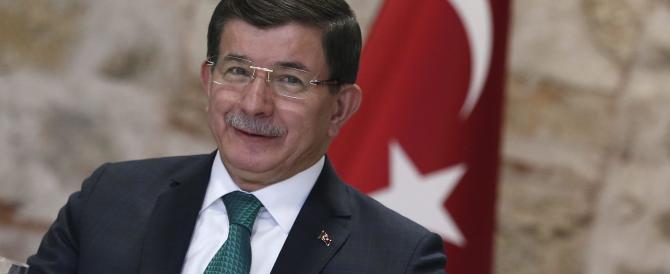 """La Turchia non prende sul serio Putin. Davutoglu: """"Il Kgb è morto da tempo"""""""